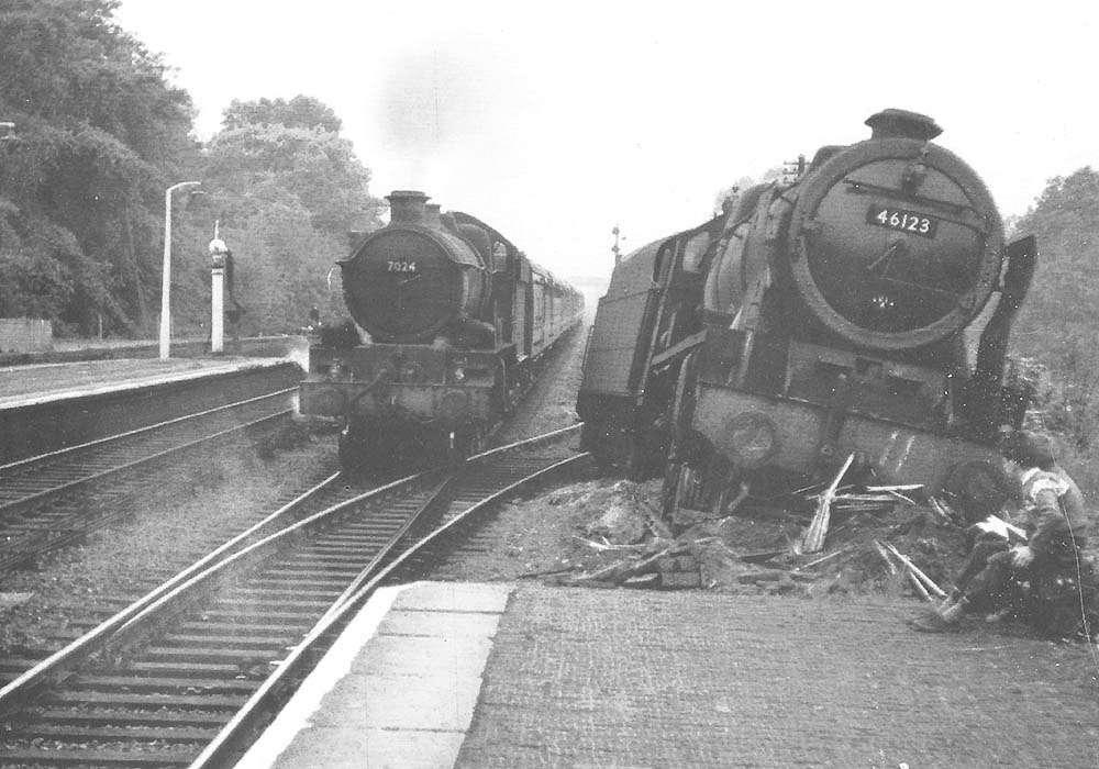 Another view of ex LMS 4-6-0 Royal Scott class No 46123 'Royal Irish Fusilier' at the end of Warwick's up platform