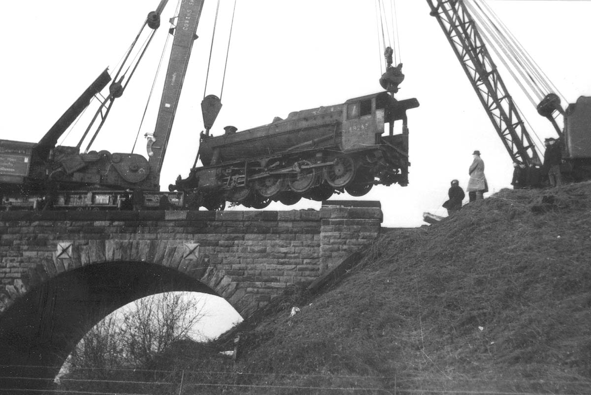 Second of five photographs showing the recovery of ex-LMS 8F 2-8-0 No 48262 at Spon End arches