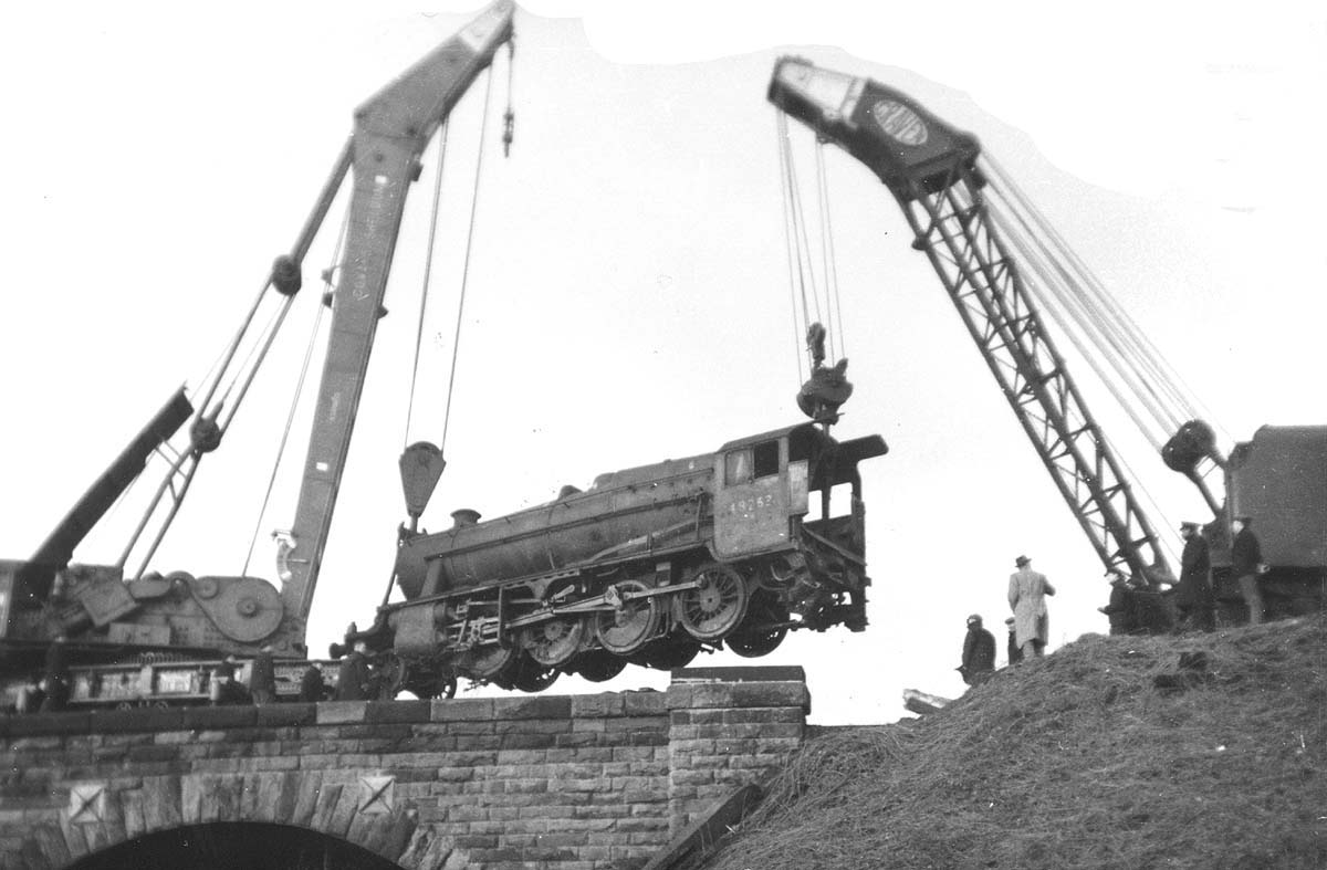 Third of five photographs showing the recovery of ex-LMS 8F 2-8-0 No 48263 at Spon End arches